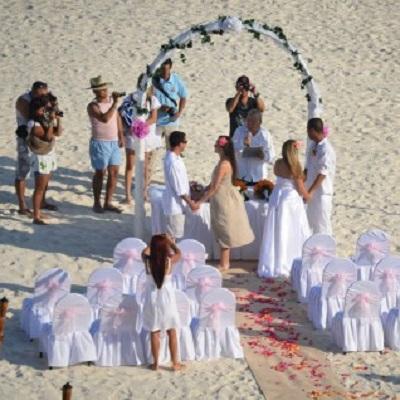 「就職面接」と「身内の結婚式」 日が重なったらどっちを優先すべき?