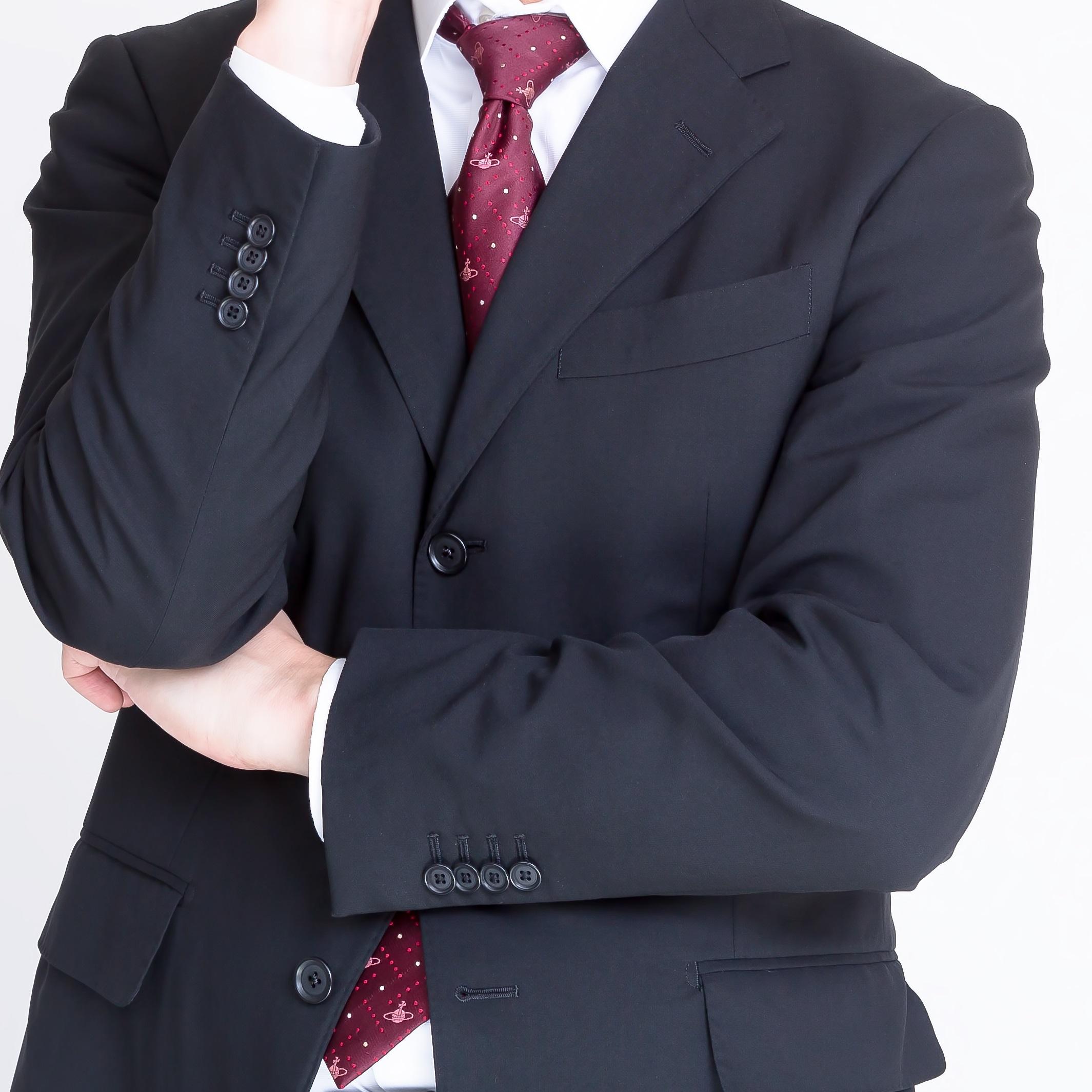 「リクルートスーツは黒系を選べ」に批判殺到 「ストライプの何が悪い」「就活はお葬式に似てる」
