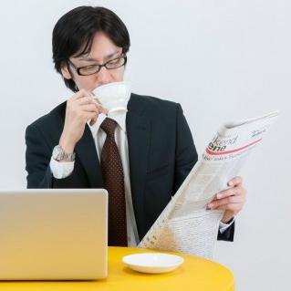海外の大物ビジネスマンは毎朝何を読む? 意外と多い「新聞」支持者