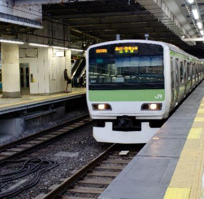 まだ満員電車で通勤してるの? イケダハヤト氏「移動時間の無駄」論に賛否