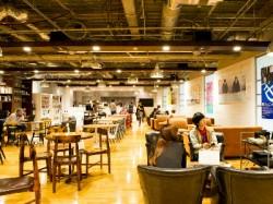 社員が集まるカフェスペース
