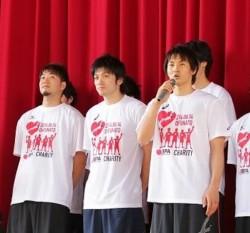 岡田優介選手(右)=東日本大震災チャリティーイベントより(C)JBPA /Yoshio Kato
