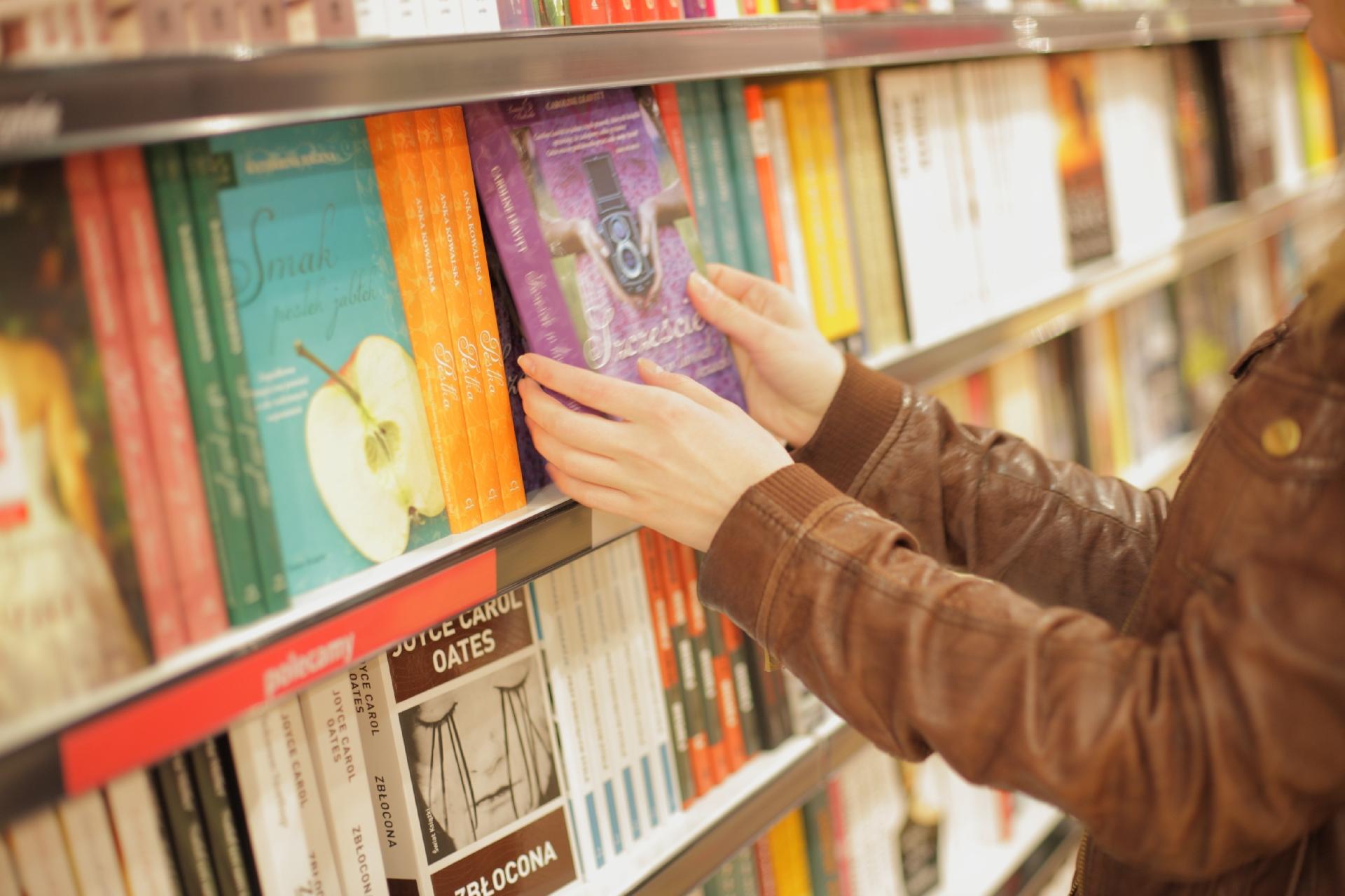 10代は「リアル書店好き」なのか ネットで疑問「クレカ作れないだけでは?」
