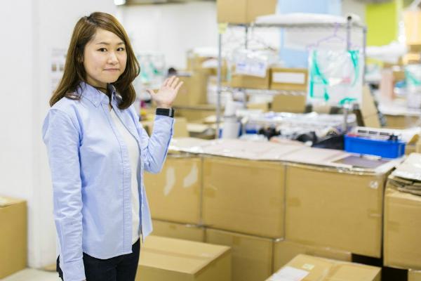徹底した「業務の仕組化」で未経験者も戦力に ブランド品の宅配買取を行う「デファクトスタンダード」