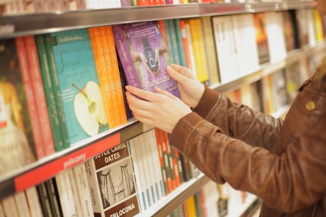 年収の高さは「実家の蔵書」と「中学時代の部活動」で決まる? 教育再生実行会議でも話題に