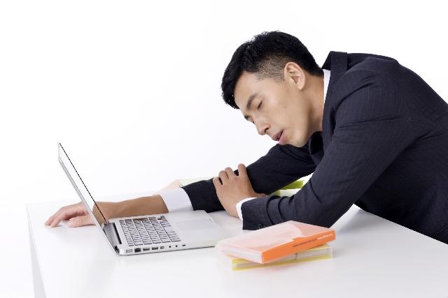 「仕事の満足度」が世界最下位のニッポン でもなぜか休暇中も頭を切り替えられず…