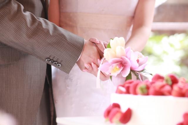 深刻化する結婚式離れ「車1台分を1日で使うなんて」 お金がないから結婚しない男性も多いのに…