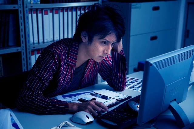 労基署の調査で8割超が「時間外労働」「サビ残」など労基法違反 月報を消しゴムで書き直す会社も