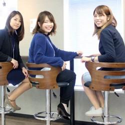 平成広報女子会から今回の担当者3人。左から近藤紘未(リアルワールド)、吉田陽香(エストコーポレーション)、数田知香(大都)