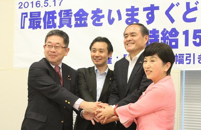 左から小池晃書記局長、民進党の初鹿明博衆院議員、社民党の吉田忠智党首と福島みずほ副党首