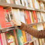 書店で店員に話しかけられても……