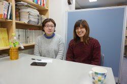 布施えり子さん(左)と田中みちこさん(右)