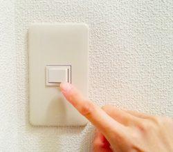 電気をこまめに消せない人だっています