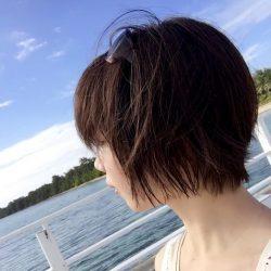 短髪のほうが早く乾かせますしね。メリットも多々あります。