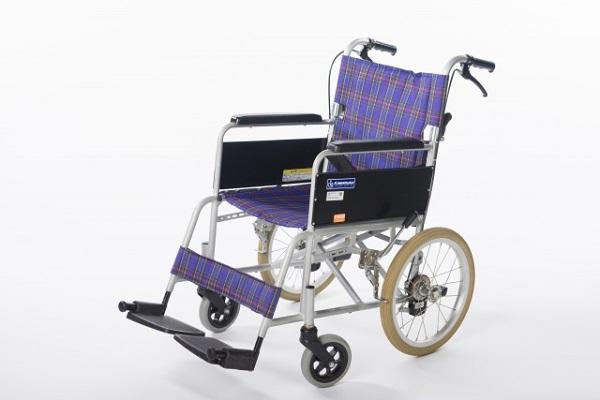 車椅子の人は飛行機になれない……?