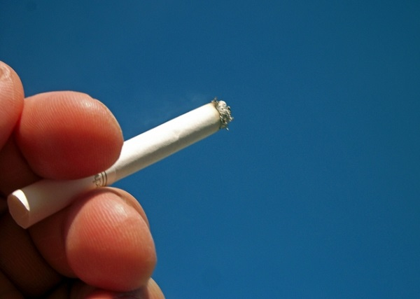 喫煙者は減少する一方だ……。