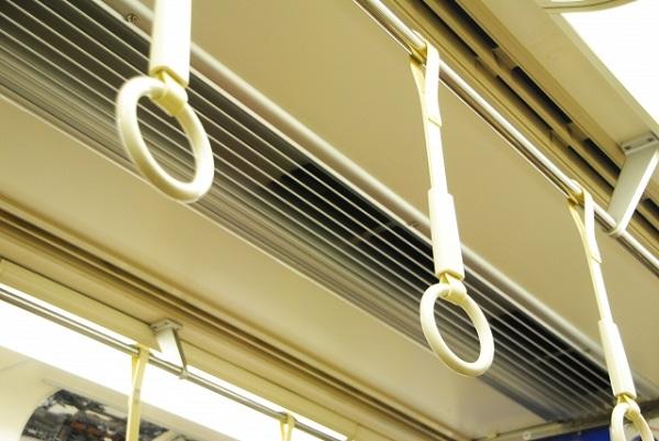 電車の座席、譲ることってどう思います?