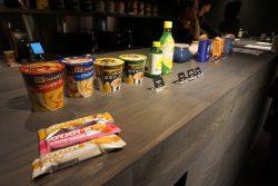 食べ物や飲み物の他、汗を拭けるボディーシートも常備