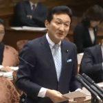 公聴会で質問に立つ渡邊美樹議員