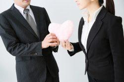 新社会人の半数は職場恋愛に好意的