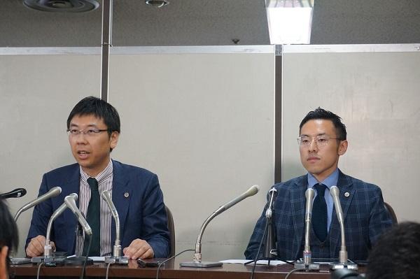 佐々木亮弁護士(左)と北周士弁護士(右)