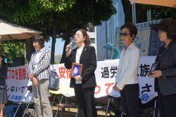 過労死遺族が首相官邸前で抗議行動を行った。