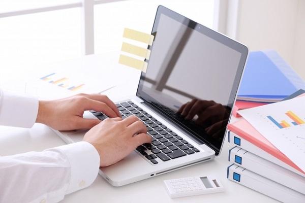 每天花超過一小時寫電郵的日本上班族