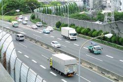 トラック運転手の7割が「あおり運転」被害者