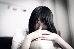 働く女性が鬱になった原因、1位「頑張りすぎによる過労」