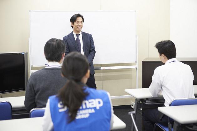 新設したトレーニングセンターでメッセージを送る代表取締役社長の渡辺武志