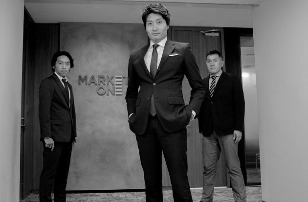 ビジネスディベロップメント部のメンバー。写真中央が深澤