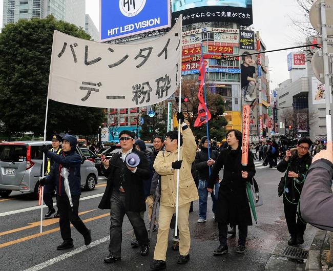 渋谷を練り歩くデモ隊