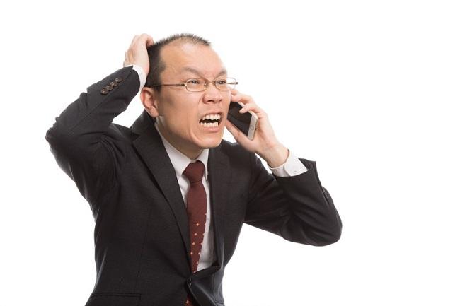 休日に業務連絡してくる上司に不満の声