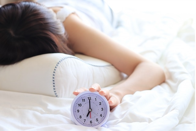 働く女性の4割「睡眠時間5時間以下」