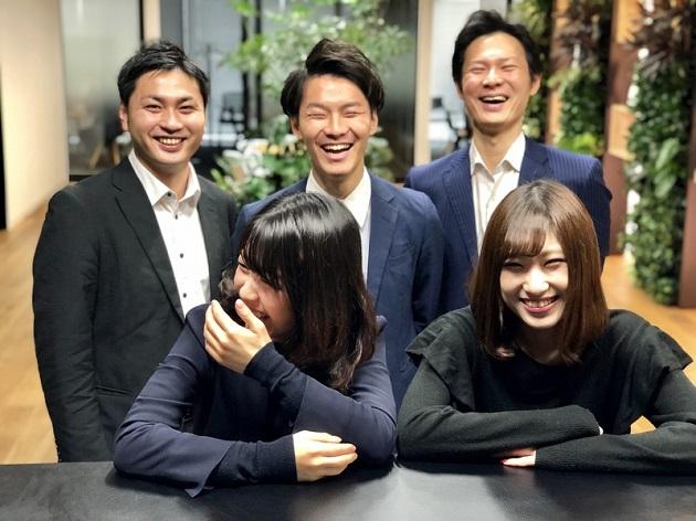 プロフェッショナル人材バンク事業部 営業メンバー(2列目中央が榎本貴仁)