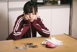 私大学生1日の生活費677円で過去最低