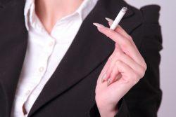 新卒採用の条件「煙草を吸わない人」
