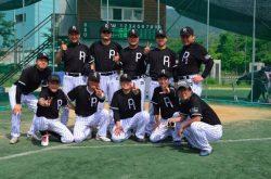 社内で野球チームを組んで休日は草野球。プライベートでも打ち解けていった(上段左から2番目が須部、3番目がコウォン)