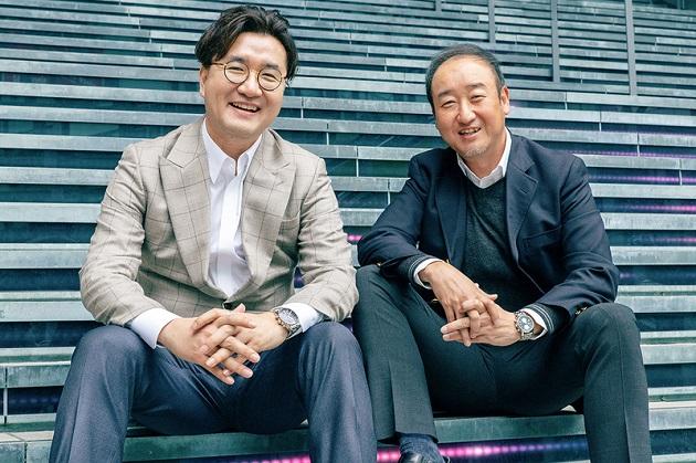 トランスコスモスコリアのCOOを務めるコウォン・サンチョル(左)とASEANを統括する須部 隆(右)