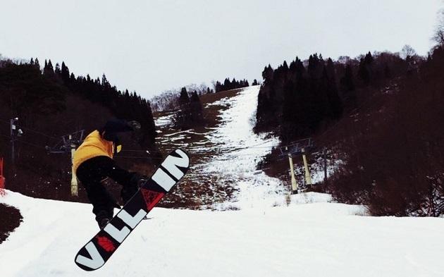 スノーボードやスケートボードも好きな濵野。ゲレンデで住み込みのアルバイトをすることもありました