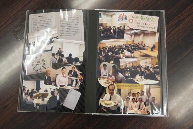 ▲JALの社員たちも大田さんに心を寄せるように、アルバムには多くの感謝のメッセージが並ぶ