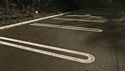 夜の駐車場は危険?
