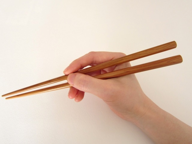 他人の箸の持ち方、8割が「気になる」と回答