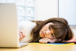 社会人の6割「6月は仕事のやる気が出ない」