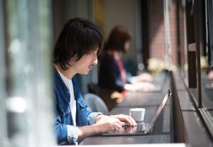 リモートワークは社員のワーク・ライフ・バランスを充実させ、「働くをもっと楽しく、想像的に」するためのものです