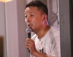 新宿西口で演説を行った山本氏