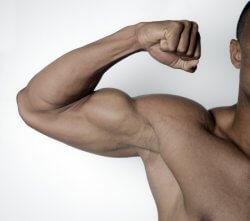「筋肉は裏切らない」筋トレ好きの7割が回答