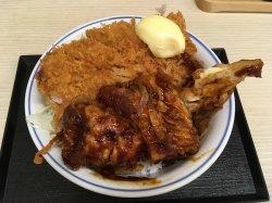 「かつや」の新商品「生姜からあげだれのチキンカツ丼」(税込637円)