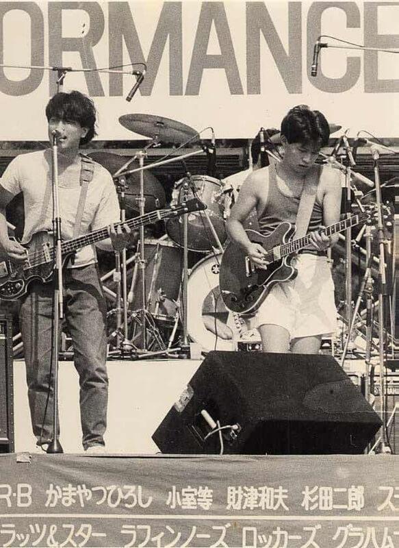 ▲大学時代の山本は、バンドに明け暮れる日々を送っていた(写真右)