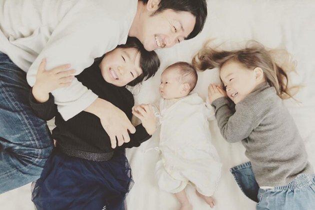 ▲3人の父親でもある片山。3人目の子どもが生まれた際は家族の負担が軽減するまで育休を取得した